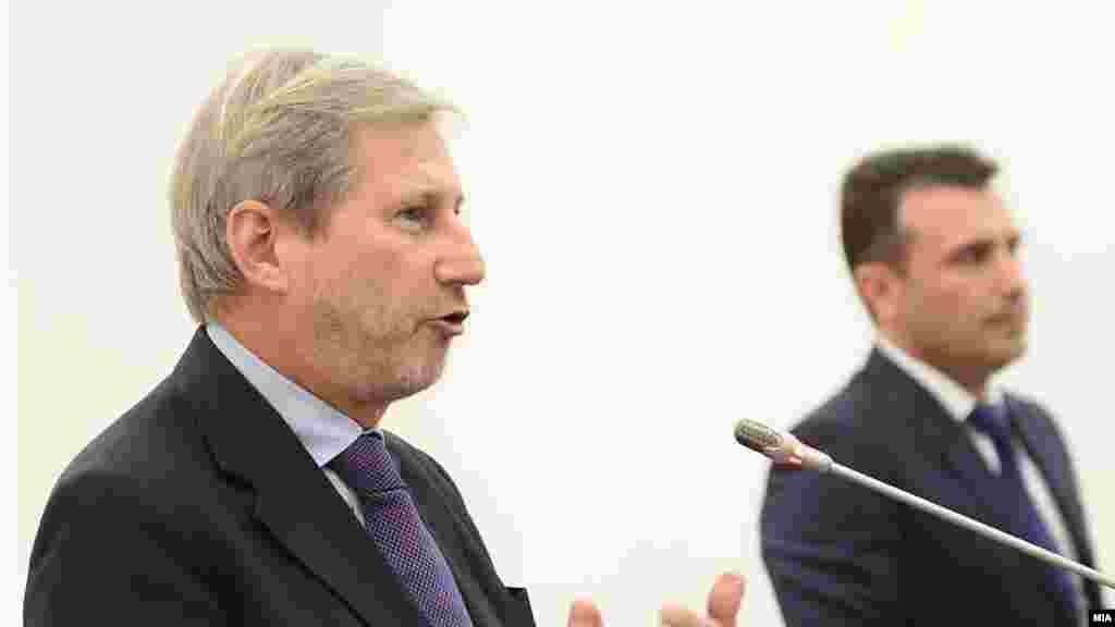 АВСТРИЈА - Во ЕУ постои сè повеќе волја да се разгледа членството на земјите од Западниот Балкан, со што би се гарантирал мирот во регионот, изјави еврокомесарот за проширување Јоханес Хан. Во интервју за австрискиот весник Винер цајтунг, Хан нагласи дека земјите членки сфатија дека мирот може да се осигура на Балканот, а перспективата за членство во ЕУ е клучна за тоа.