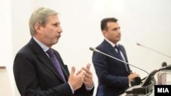 Еврокомесарот за проширување Јоханес Хан и премиерот Зоран Заев