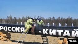 """Идет строительство нефтепровода """"Россия-Китай"""". Амурская область, 27 апреля 2009 года."""