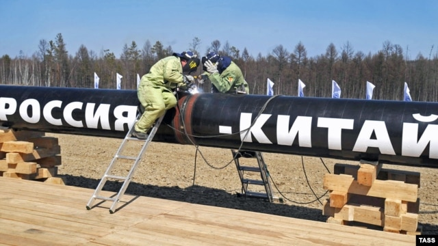 Russian workers weld a segment of the branch pipeline that runs into China from the Eastern Siberia-Pacific Ocean oil pipeline in 2009. Can Russia expand trade to China beyond natural resources?