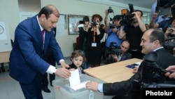 Armenia -- Yerevan Mayor Taron Margaryan votes in the May 2013 municipal elections.