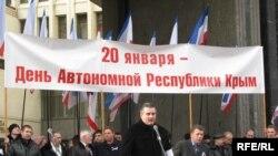 Лідер «Російської єдністі» Сергій Аксьонов під час мітингу у Сімферополі, 20 січня 2009 року