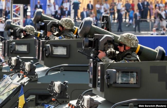 Украина әскері Тәуелсіздік күніне орай өткен әскери парадта танкіге қарсы Javelin дейтін америкалық ракеталарды көрсетті. Киев, 24 тамыз 2018 жыл.