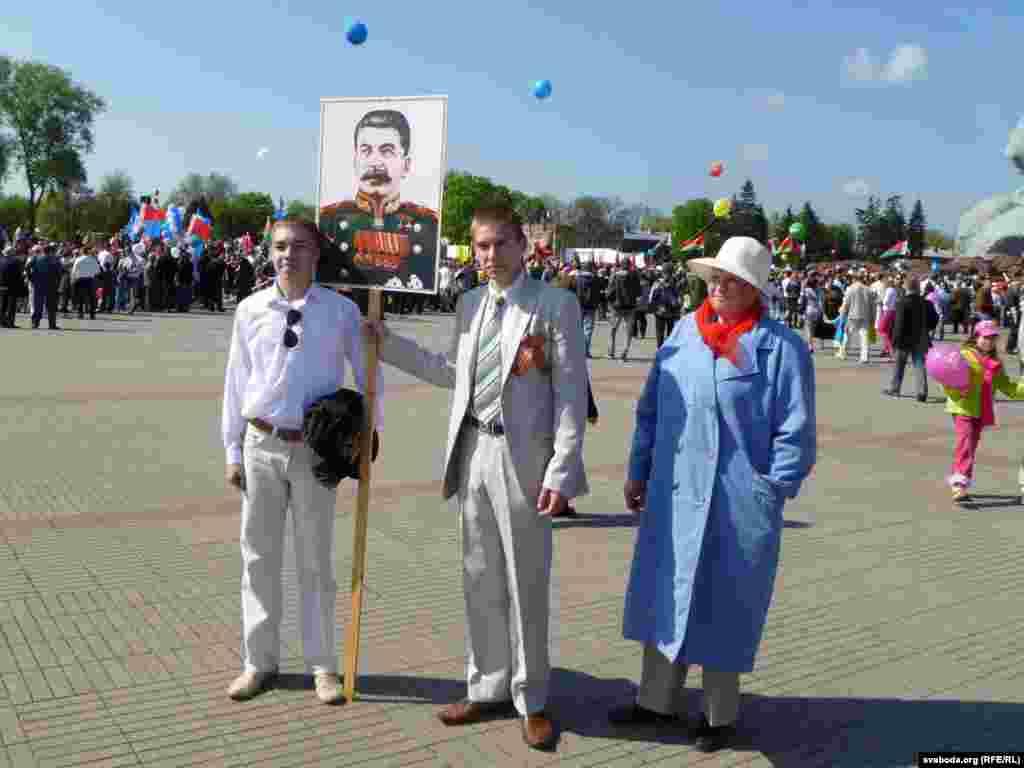 Хто такі Сталін маладзены ня ведаюць, але фатаграфуюцца