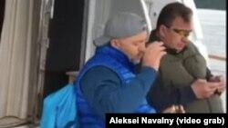 Oleq Deripaska (solda) Rusiya baş nazirinin müavini Sergey Prixodko ilə yaxtada