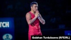 Борец Атабек Азисбеков после победы, которая принесла ему путевку на Олимпийские игры в Токио. Город Нур-Султан (Казахстан).