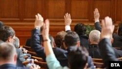 Мнозинството от българите (52 на сто) не смятат, че са необходими предсрочни парламентарни избори