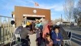 Так, наКПП «Кен-Булун-автодорожный» днем 8 февраля находилось около 200 человек, преимущественнодунганской национальности. Они признались, что стоят в ожидании своих родственников, которые должны перейти границу со стороны Казахстана.