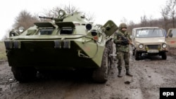 Донецк облысында жүрген украиналық әскерилер. 13 сәуір 2014 жыл.