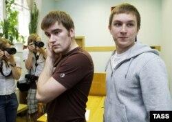 Антифашисты Алексей Гаскаров (обвиняется в насилии по отношению к полицейским на Болотной) и Максим Солопов (получил убежище в Нидерландах)