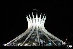Katedralja e Brazilias, Nossa Senhora Aparecida Metropolitana, inauguruar më 1960.