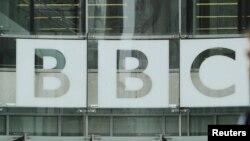 Mbishkrimi BBC në ndërtesën e kompanisë në pjesën qendrore të Londrës