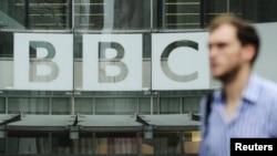 У головного офиса корпорации Би-би-си в Лондоне. 22 октября 2012 года.
