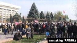 """Акция в поддержку лидеров партии """"Ата-Журт"""". Бишкек, 12 ноября 2012 года."""