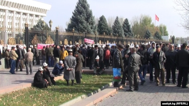 Protesters outside the national legislature in Bishkek on November 12 insist on the immediate release of the detained men.