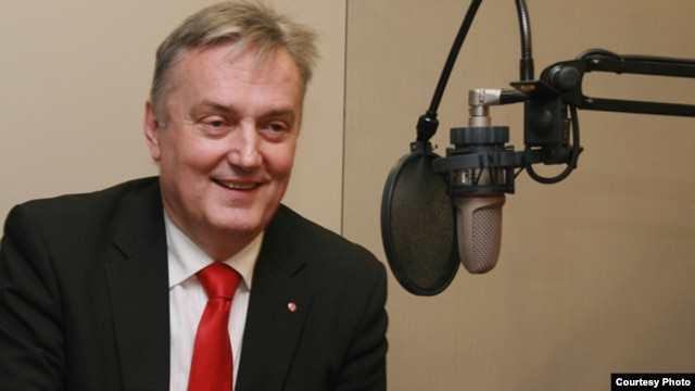 Zlatko Lagumdzija, deputy prime minister and foreign minister of Bosnia-Herzegovina, during his interview with RFE/RL's Balkan Service in Prague.