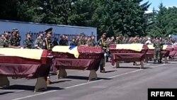 Труни з тілами 17 загиблих військових вчора привезли до Рівного