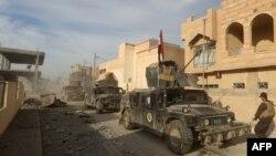 نیروهای ارتش عراق در یک محله در مرکز شهر رمادی