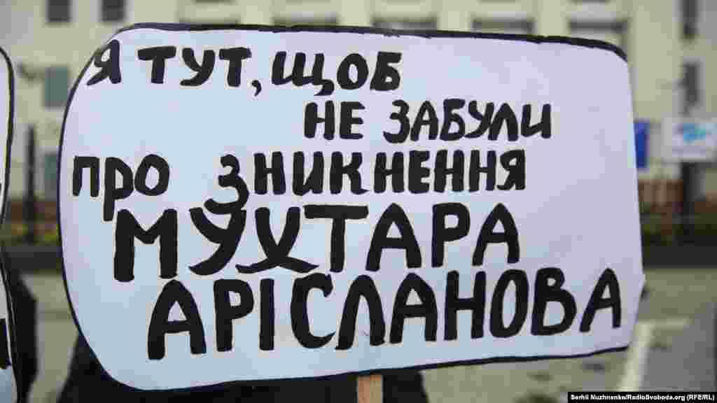 Крымская правозащитная группа предполагает, что к похищениям причастны российские власти или подконтрольные им парамилитарные группы.