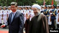 Қытай басшысы Си Цзиньпин (сол жақта) мен Иран президенті Хассан Роухани. Шанхай, 22 мамыр 2014 жыл.
