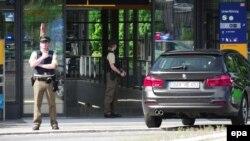 Njemačka policija ispred metroa u Minenu, juni 2017.
