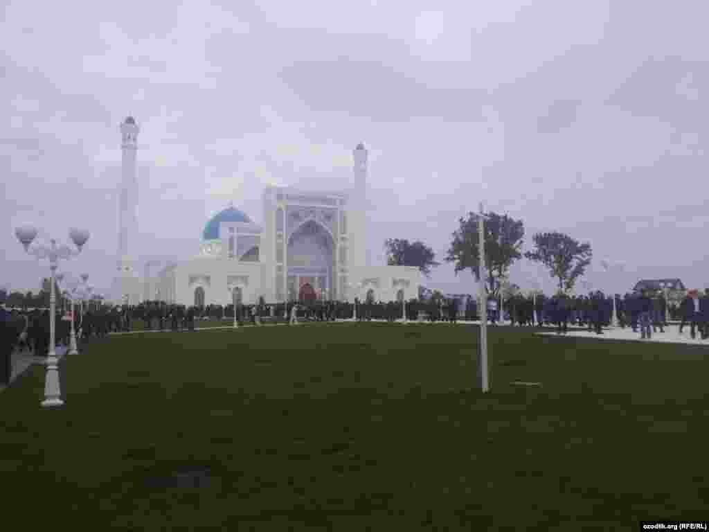 Uzbekistan -festive prayer in the new mosque in Tashkent, 4.10. 2014