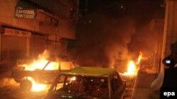 Pamje pas një sulmi të mëparshëm me bombë në qytetin Karaçi në Pakistan