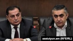 Глава фракции РПА Ваграм Багдасарян (слева) и глава фракции АРФД Армен Рустамян, Ереван, 26 октября 2018 г.