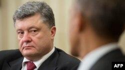 Ukrainian President Petro Poroshenko (left) listens as President Barack Obama talks during their bilateral meeting in the Oval Office of the White House in Washington on September 18.