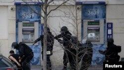 Полиция на месте захвата заложников в Коломбе