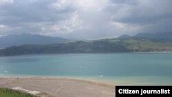 Чарвакское водохранилище в Ташкентской области Узбекистана.