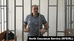 Оюб Титиев на суде (архивное фото)