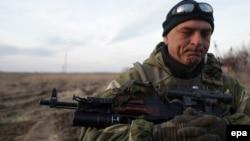 Український військовослужбовець у Широкині. 25 лютого 2015 року