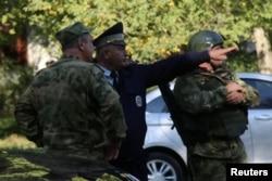 Шабуыл болған колледж маңында тұрған әскерилер. Керчь, 17 қазан 2018 жыл.