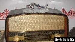 Singura speranță de supraviețuire: Radio Orion la care se ascultau cu sonorul dat la minim posturi de radio interzise - Radio Europa Liberă, Vocea Americii, BBC, Deutsche Welle.