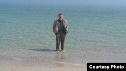 Анатолий Разумов на море