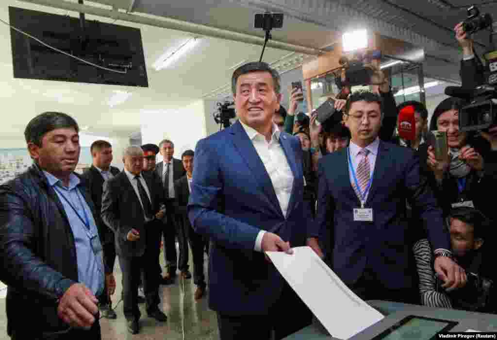 Ще один екс-прем'єр, ставленик чинного президента Киргизстану Сооронбай Жеенбеков голосує у Бішкеку