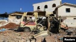 """Машина """"скорой помощи"""" уничтоженная в результате воздушного удара по пригороду Алеппо, находящемуся под контролем оппозиции"""