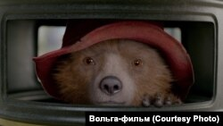 """Кадр из фильма """"Приключения Паддингтона – 2"""""""