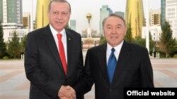 Президент Казахстана Нурсултан Назарбаев и президент Турции Реджеп Эрдоган (слева) в Астане. 9 сентября 2017 года. Фото с сайта akorda.kz