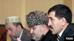 Президент Ингушетии Юнус-Бек Евкуров на встрече со старейшинами 15 февраля