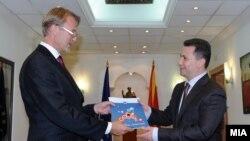 Архивска фотографија - Евроамбасадорот Аиво Орав му го предаде извештајот за 2013 на премиерот Никола Груевски.