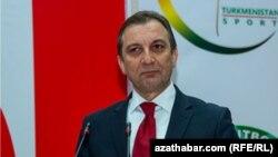 "Глава представительства ""Coca-cola"" в Туркменистане Гектуг Гезиток."