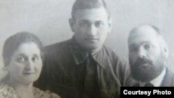 Лидия и Исай Зусманович с сыном Фролом