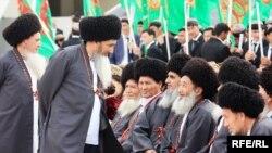 Ýaşulular köpçülikleýin çärede, Türkmenistan