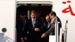 محمد مرسی، رییس جمهوری مصر، بامداد پنجشنبه وارد تهران شد.