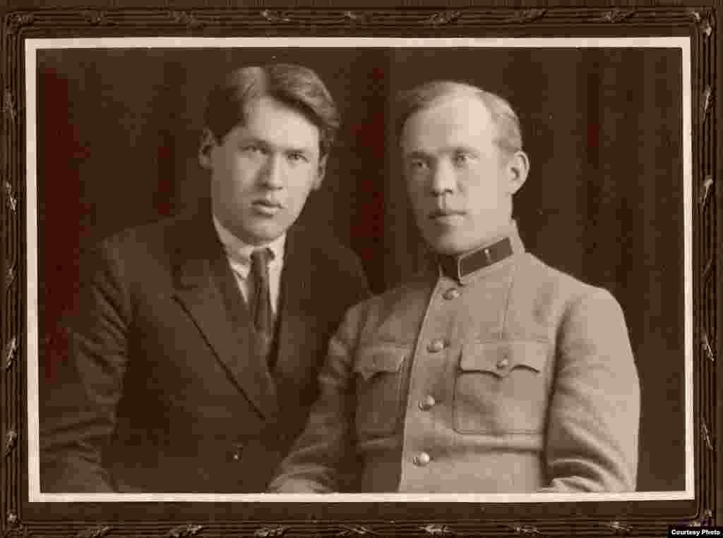 Уладзімер Дубоўка з братам Вячаславам. Масква, 1926 г. З фондаў БДАМЛМ