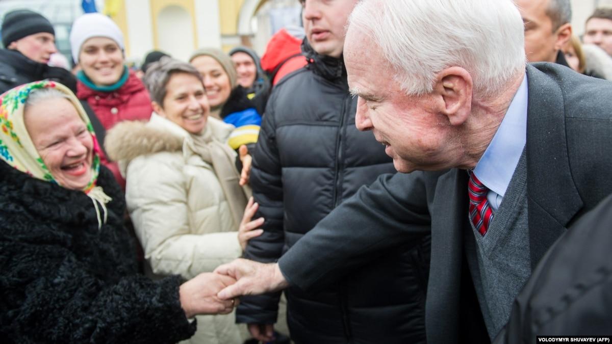 В Киеве появилась улица Джона Маккейна