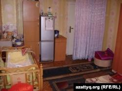 Однокомнатная квартира Сагадиевых, где проживают четыре взрослых человека. Алматы, 26 июля 2012 года.