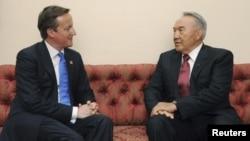 Премьер-министр Великобритании Дэвид Кэмерон и президент Казахстана Нурсултан Назарбаев на встрече в Лондоне 27 июля 2012 года.